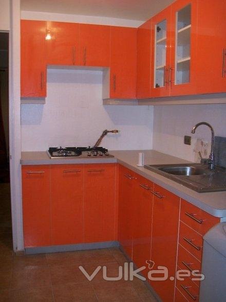 Foto mueble de cocina alto brillo naranja for Mueble alto cocina