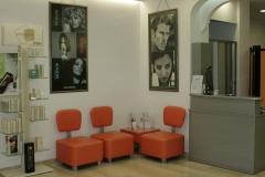 Sala de espera y recepcion en peluqueria