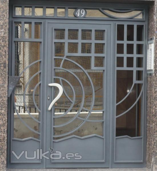 Cerrajeria pegasan alicante alicante for Imagenes de puertas metalicas