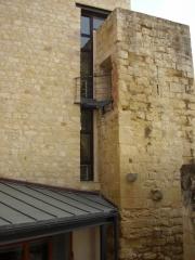 Tancaments met�l�lic per finestres i  teulada a castell. m�s info a www.tancamida.cat.