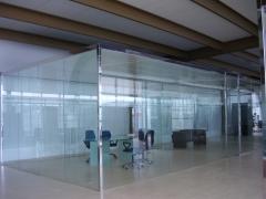 Tancament vidre oficina. Parets vidre. M�s info a www.tancamida.cat.