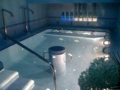 Piscina de masaje con 13 puestos de agua a presión