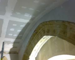Falso techo continuo curvo