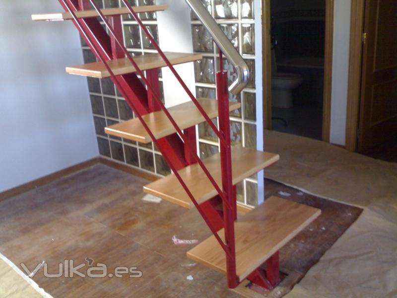 Foto escaleras a medida de todo tipo for Escaleras interiores de hierro