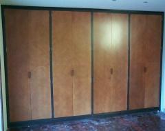 Mueble plumeado con tiradores ocultos