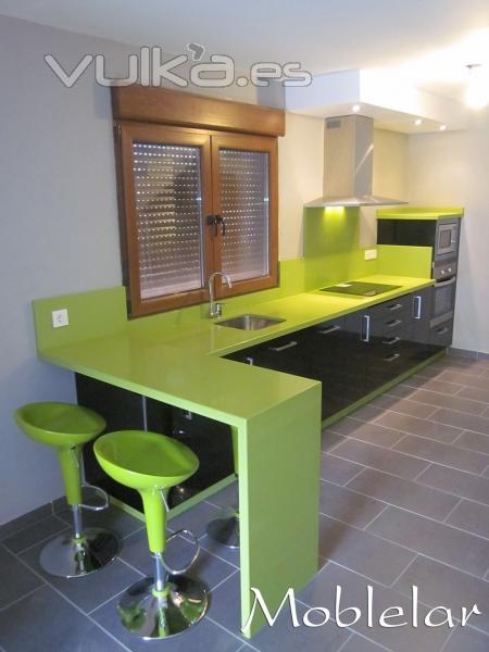 Foto cocina en negro y verde pistacho for Cocina verde pistacho