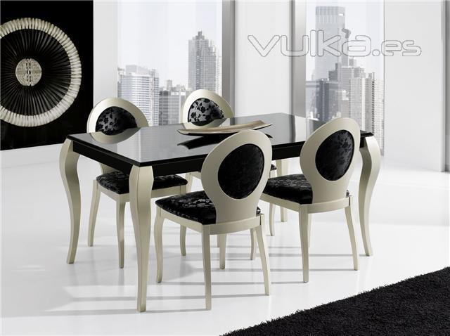 Foto mesa y sillas de comedor for Sillas para comedor auxiliar