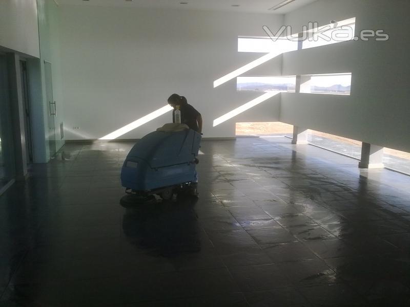 Areserco construcciones sostenibles - Tanatorio valdepenas ...