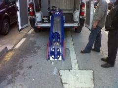Rampa electrica cargar motos a furgonetas