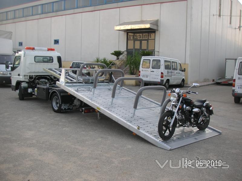 Carrocería Portavehículos adaptada para el tte. de motos.