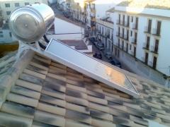 Instalación de un equipo termosifón sobre tejado