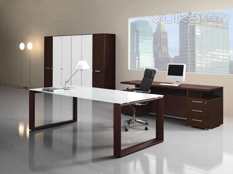 Foto: Despacho mesa cristal y madera