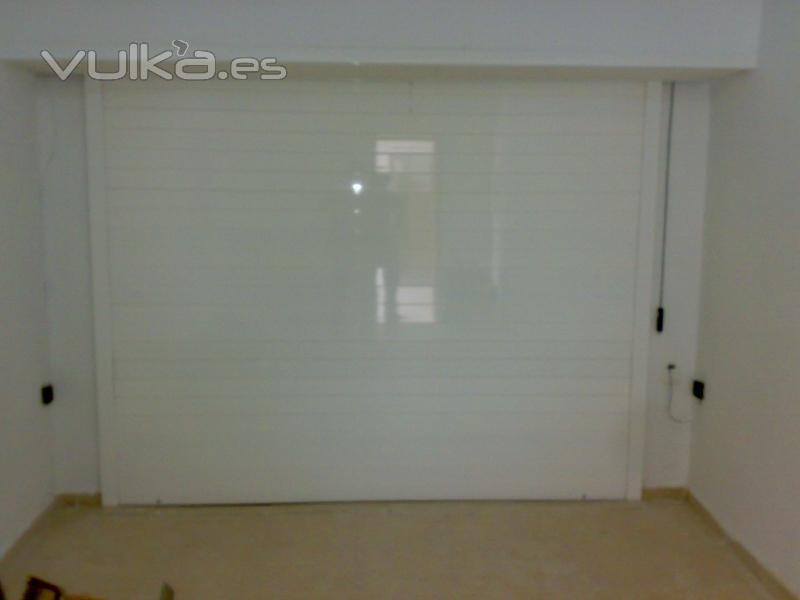 Saura puertas automaticas alicante alicante for Puertas de aluminio blanco