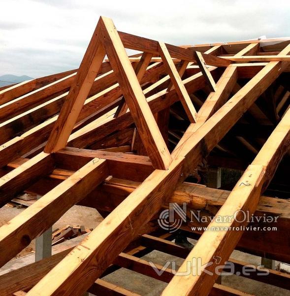 Foto tragaluz en estructura de madera recuperada - Estructuras de madera para techos ...