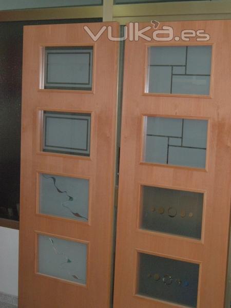 Foto cristales para puertas for Puertas madera vidrio para interior
