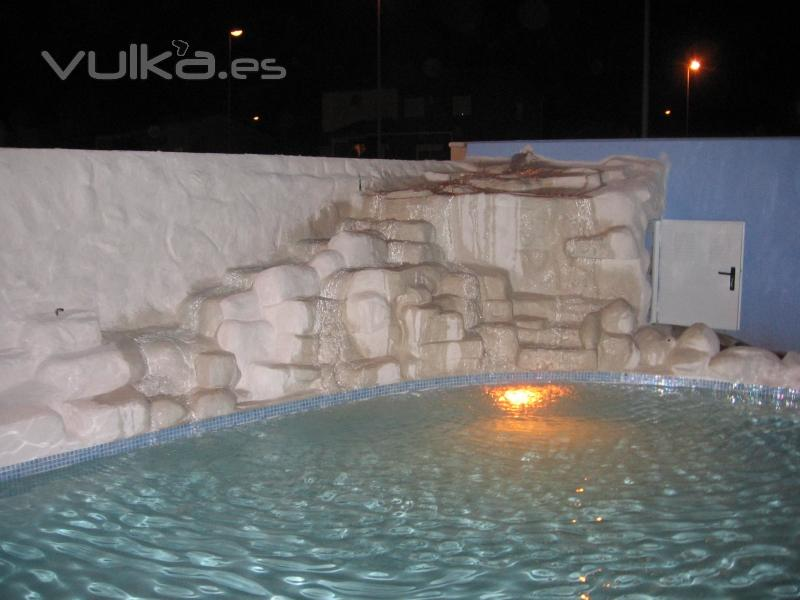 Foto construccion de cascada artificial color blanco for Construccion de cascadas para piscinas