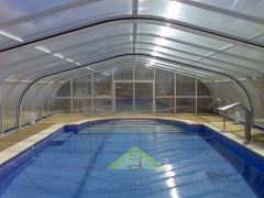 Cubierta elevada para piscina fija