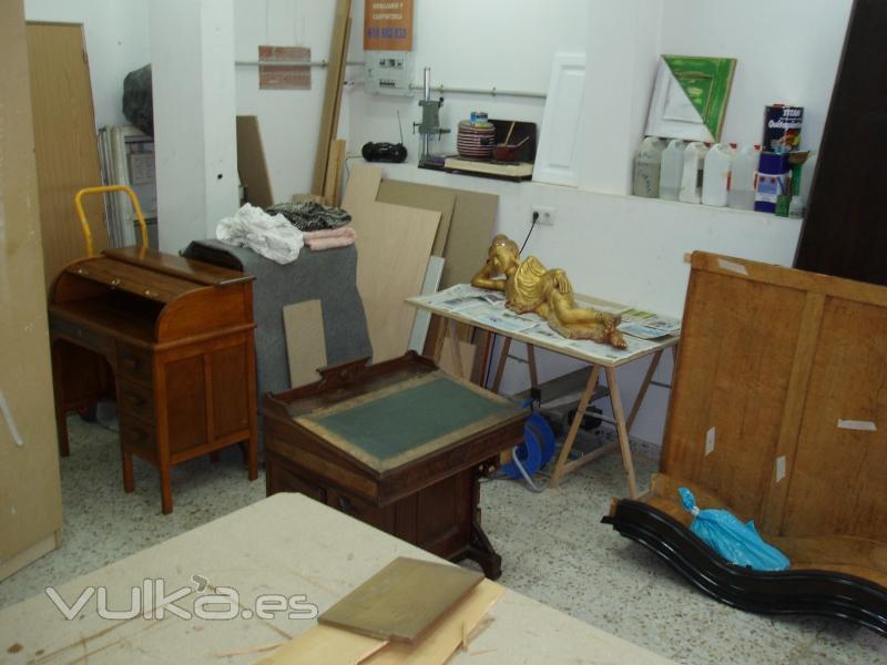 Foto el taller de tasa restaura for Restauradores de muebles antiguos