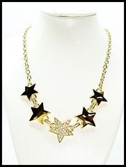 Precioso collar de importaci�n dise�o en metal rodiado color oro y cristales , libre de n�quel