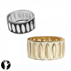 Bella pulsera de importaci�n de moderno dise�o en metal rodiado y enamel color , libre de niquel