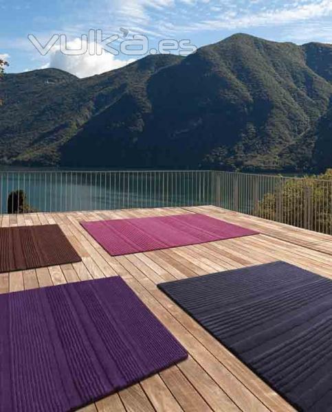 Foto alfombras modernas de lana ooop de pablo paniker for Imagenes alfombras modernas