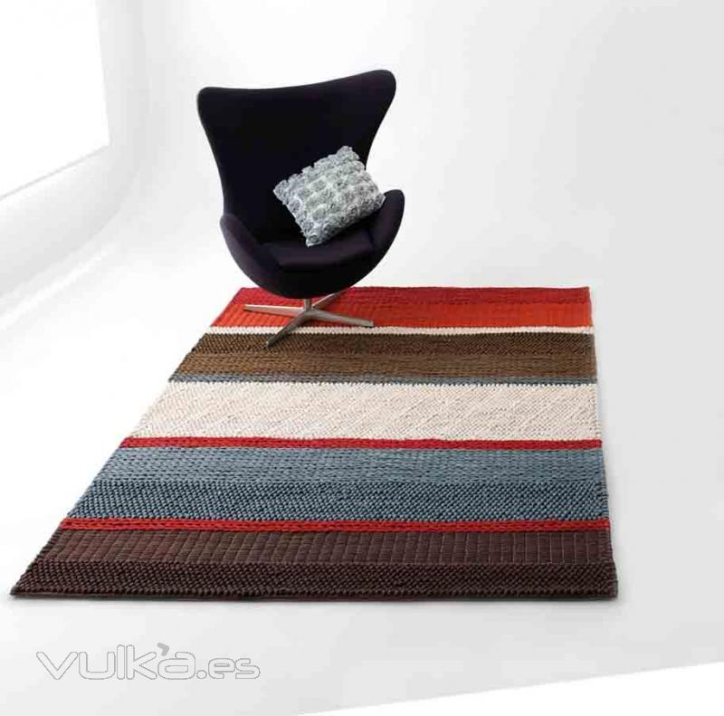 Foto alfombra moderna a rayas aaaz ma de pablo paniker - Alfombras pablo paniker ...