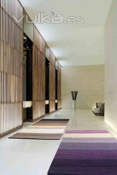 Foto alfombras modernas a rayas zaaa pu y br de pablo for Imagenes alfombras modernas