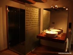 Mampara de dutxa en vidre personalitzat. M�s info a www.tancamida.cat.