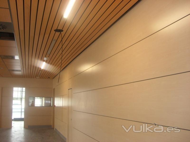 Foto techo dismof lamas de madera for Lamas aluminio techo