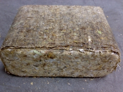 Briqueta de c�scara de cacahuete - fabricada con una ruf 1100. densidad 1,1