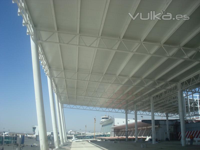 Foto multypanel techo for Modelos de techos para galerias