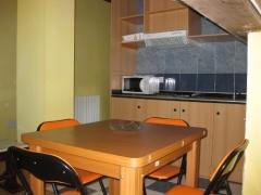 Cocina-comedor apartamento para cuatro personas