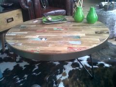 Mesa centro 100 diametro estructura metalica tapa madera recuperada con restos de pintura