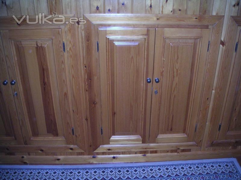 Foto armario empotrado en pared con revestimiento de for Revestimiento de armarios empotrados