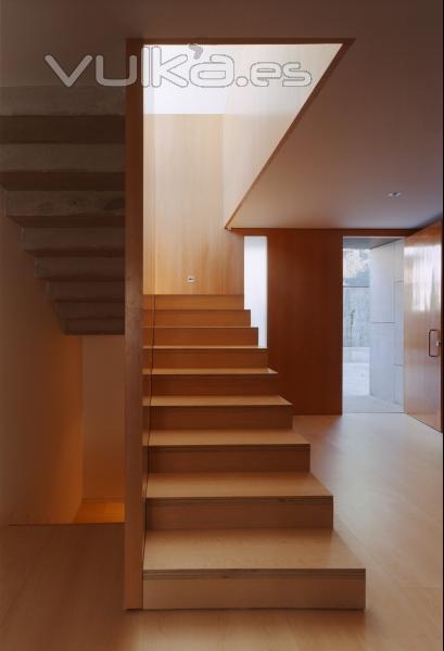 Foto escalera de madera y hormigon visto - Escaleras de hormigon ...