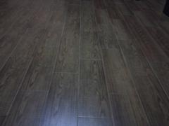 Solado de piso con plaquetas imitación madera alpino natural. reformas campo de gibraltar