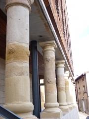 Casa de cultura uruñuela. reconstruccion de pilares originales con reposicion de piezas