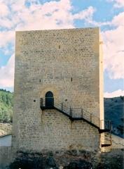 Torre blanca murallas de albarracin. reconstruccion de muros de la torre y cerramiento de huecos