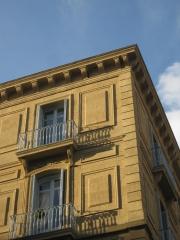 Detalle de restauración de fachada de edificio privado