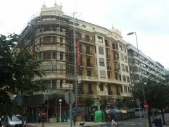 Vista general restauraci�n de fachada de edificio privado