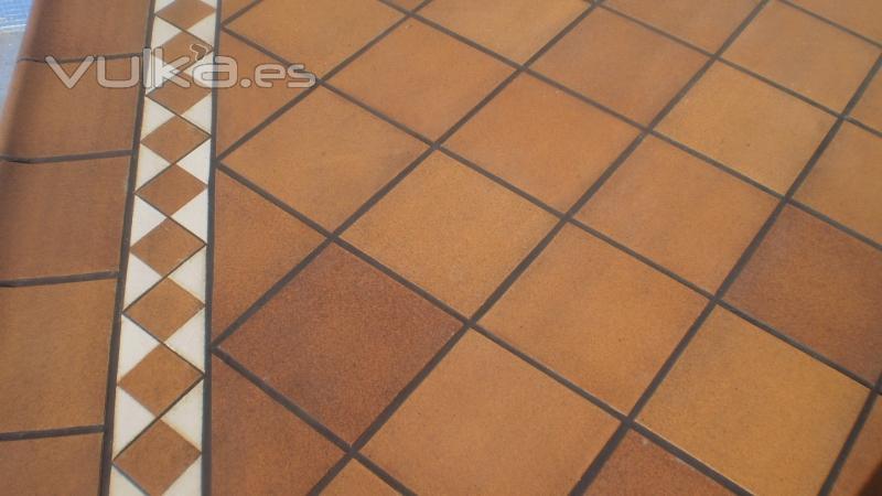 Foto brocal y solado gres bisbal - Pintura para suelos de gres ...