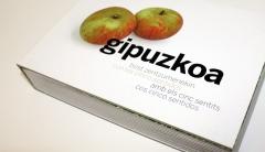 Diseño y realización del libro de navidad de kutxa, libro en cuatro idiomas.