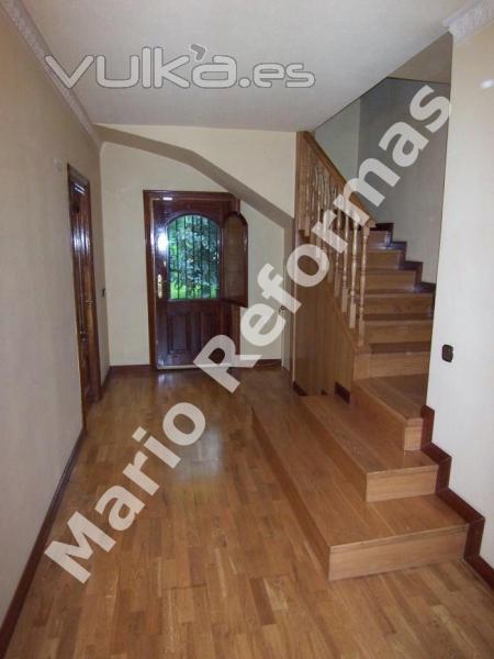Foto escalera y barandilla de madera maciza for Escalera electricista madera