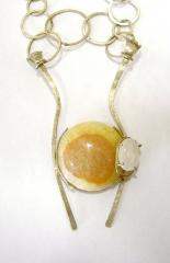 Collar en plata cadena artesanal, onix amarillo de brasil y piedra luna