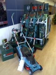 Exposición herramientas jardín bosch.
