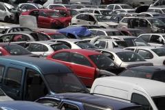 Stock de vehículos en campa. coches para venta de piezas usadas