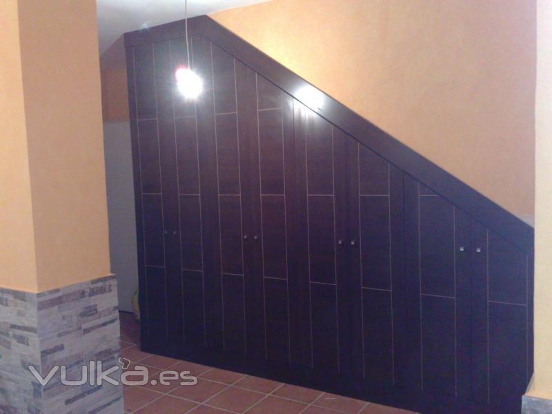Foto armarios bajo escalera for Armarios para escaleras