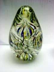 Pisapapeles en cristal con curioso interior de colores