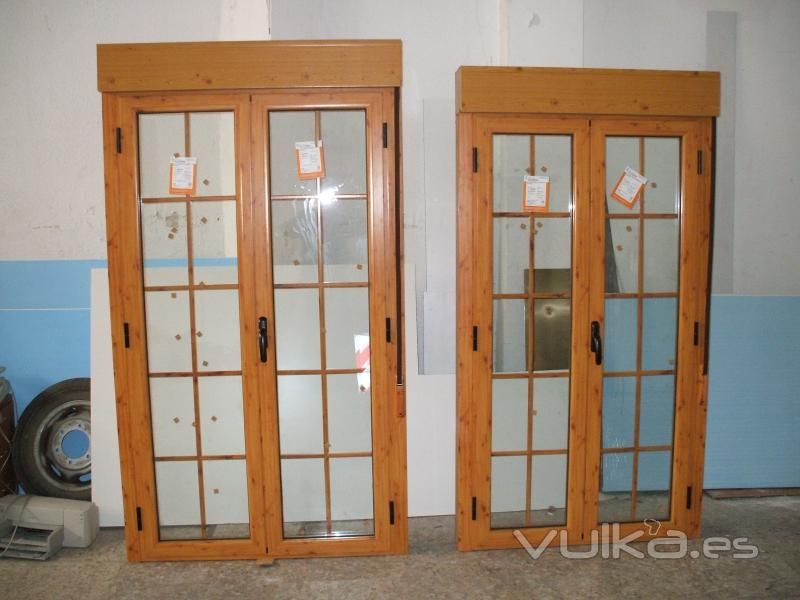 Foto balcones rotura pte termico imitacion madera for Puertas imitacion madera exterior