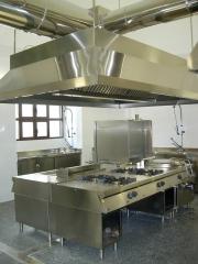 Cocina central con sistema de extracci�n, todo acero inoxidable